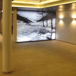 podświetlane ściany reklamowe, grafika podświetlana
